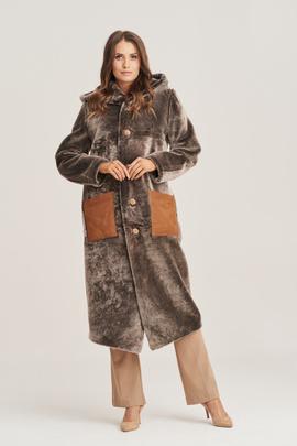 Reversible women's shearling coat