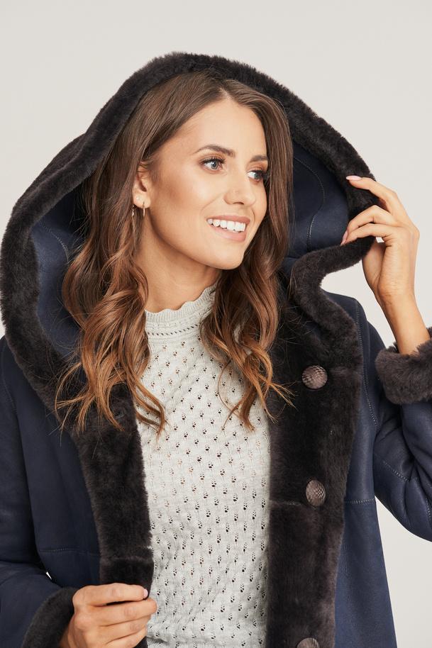 Reversible women's sheepskin coat
