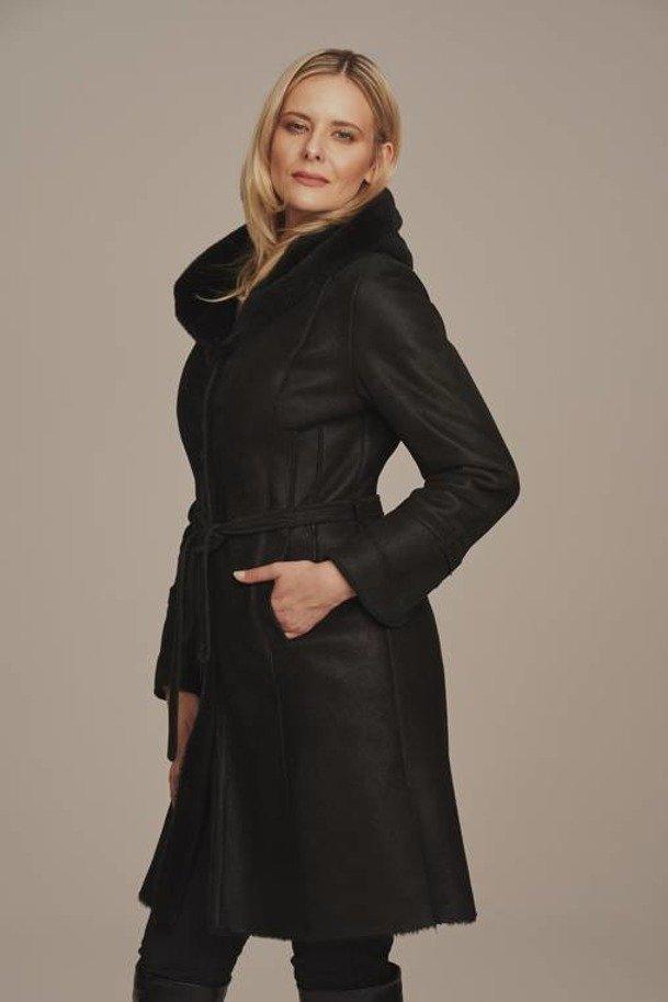Płaszcz damski z kapturem zimowy - Kożuch damski długi czarny