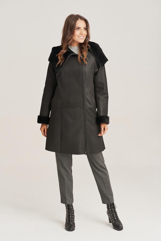 Dámsky kabát z ovčej kože s kapucňou
