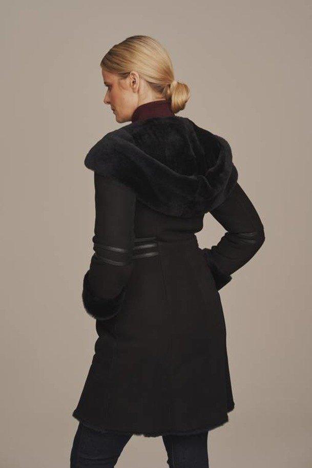 Dámsky zimný kabát z ovčej kože s kapucňou